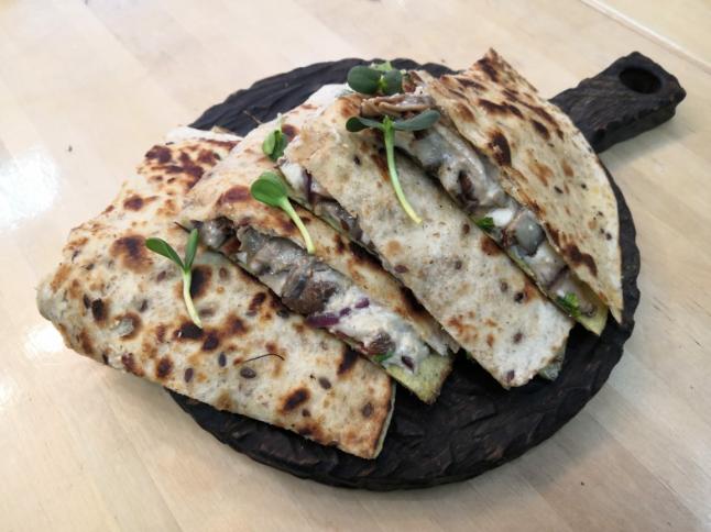 Фото - Кафе-бар с кесадильями и сэндвичами в формате Fast Casual