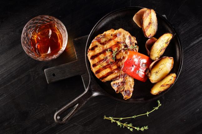 Фото - Авторская европейская кухня, приготовление еды на углях.