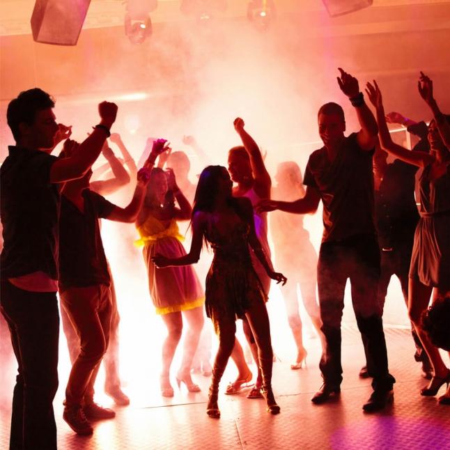 Секс стриптизерш телки реально танцуют на дискотеках