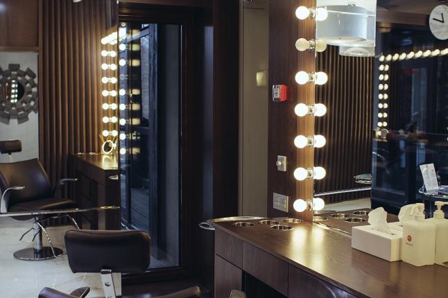 Фото - Сеть броу-баров: оформление бровей, макияж глаз и ресниц